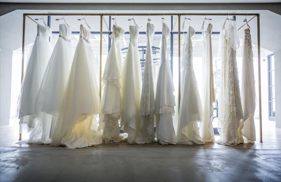 選び抜かれた数々のドレス
